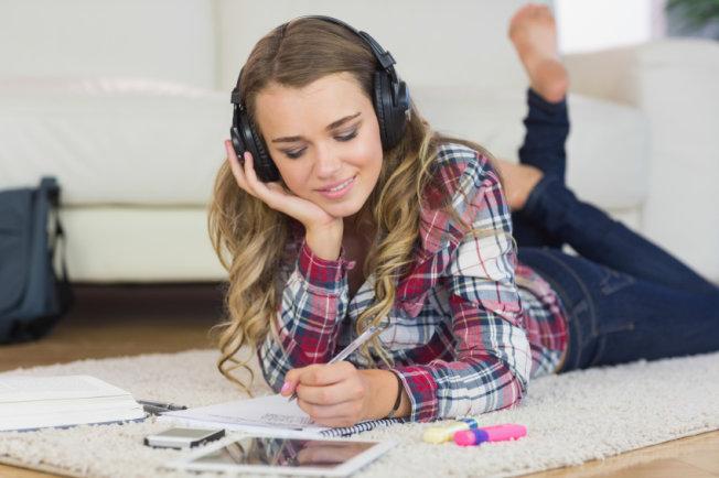 Estudar ouvindo trilha sonora de jogos pode ajudar você a se concentrar mais!